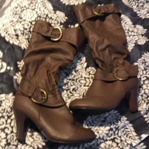 Brown slouchy boots with heel